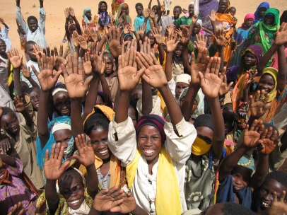 chad-2005-sudanese-refugees-hands-up